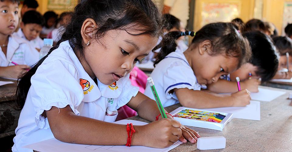 JHPは1993年からアジアの子ども達に教育支援を行っています
