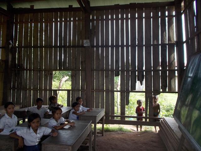 写真D ポー小学校分校教室